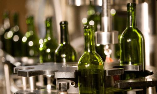 Máquinas que supervisan botellas