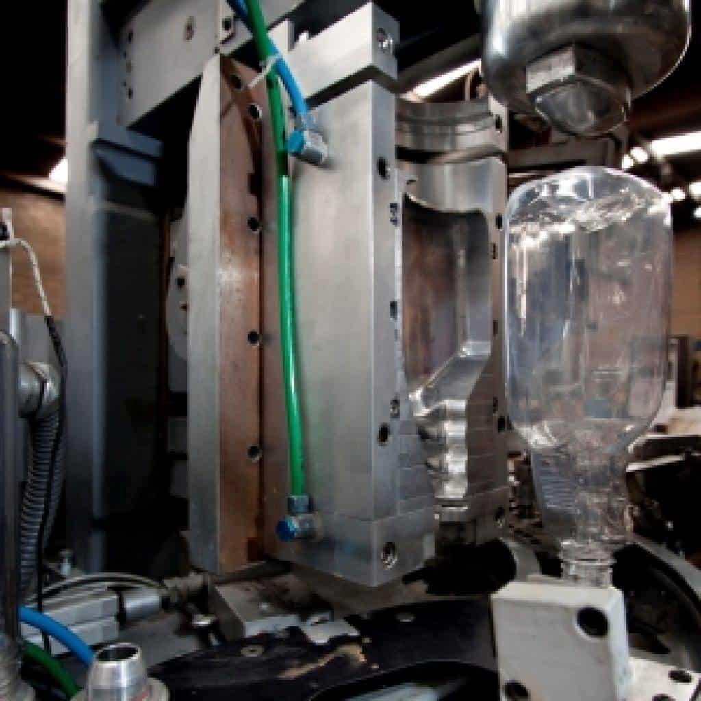 se producen mquinas sopladoras para botella de pet y equipos para extrusin