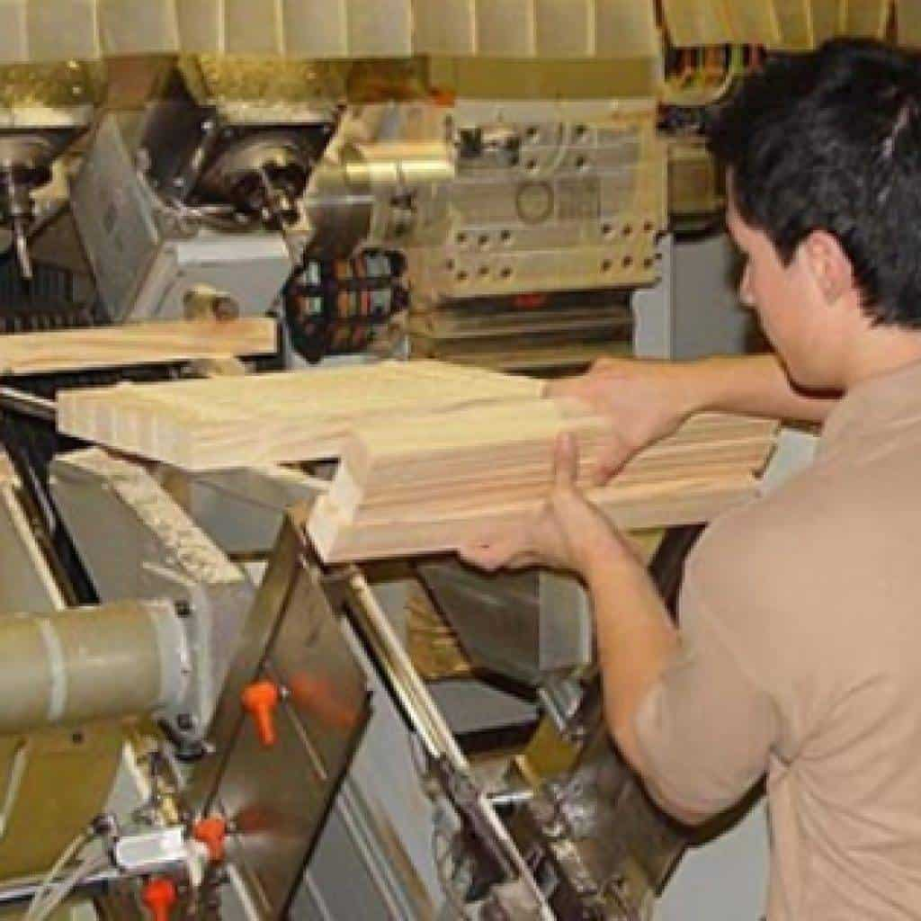 mirka brinda asesoria a la industria maderera