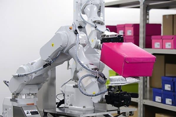 robot de dos brazos para el ensamblaje